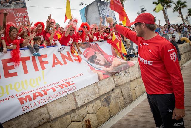 """Antonio """"Ñeti"""" Cuervas Mons  y fans en Alicante"""