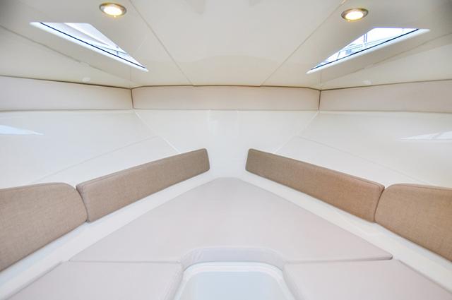 interior Bayliner 642 Cuddy