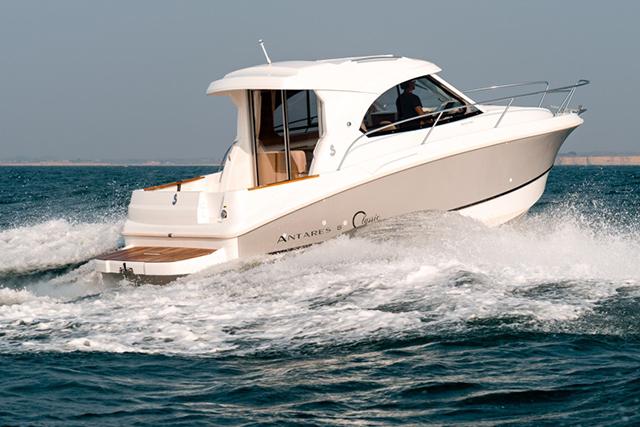 barco de pesca Beneteau Antares 8