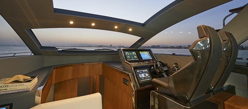 Astondoa 655 Coupe puesto de mando