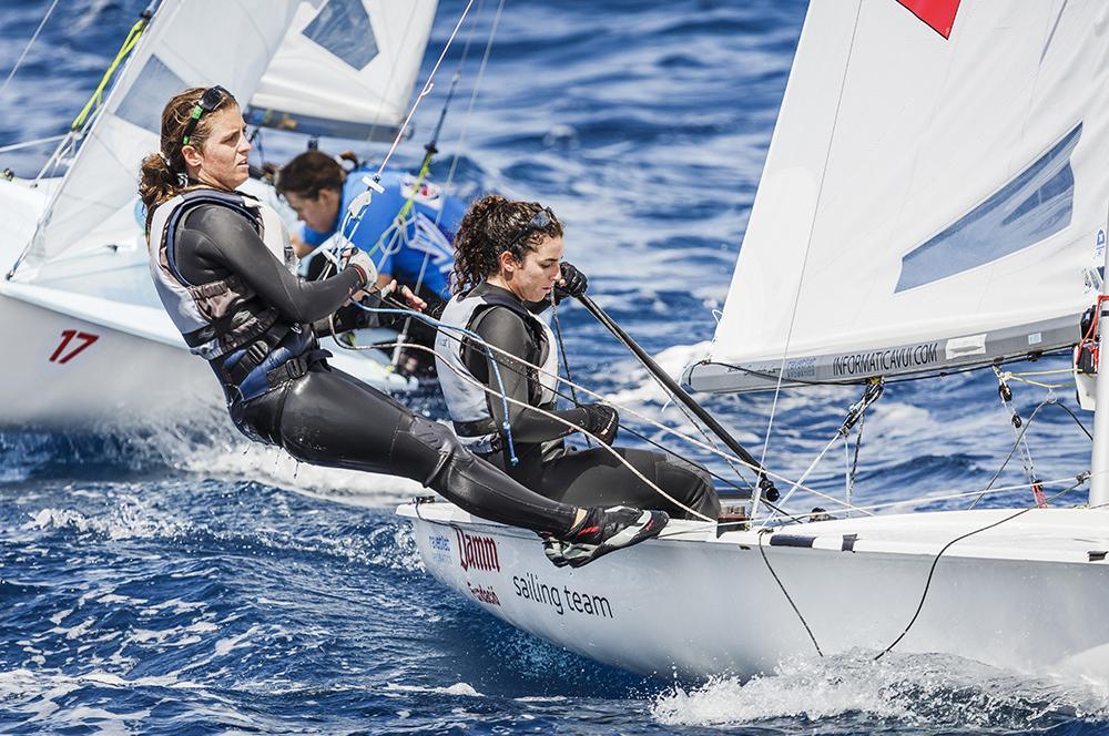 Bàrbara Cornudella Ravetllat y Sara Lopez Ravetllat en el Campeonato del Mundo de la Clase 470 en Palma de Mallorca, Mayo 2016. Foto: Bernardí Bibiloni / CNA.