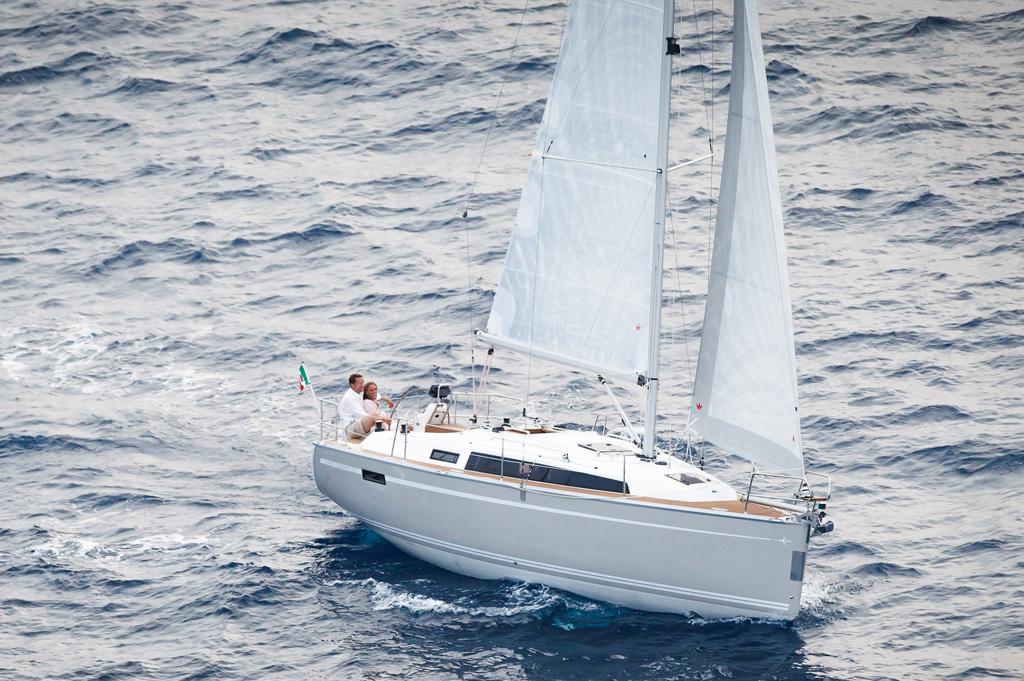 barco a vela 30 pies Bavaria Cruiser 33