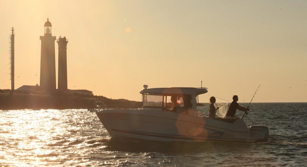 Beneteau Barracuda 7 puesta sol