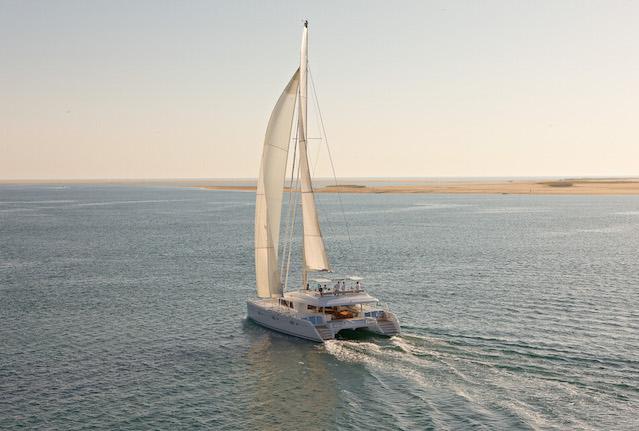 Catamaran Lagoon 620 navegando