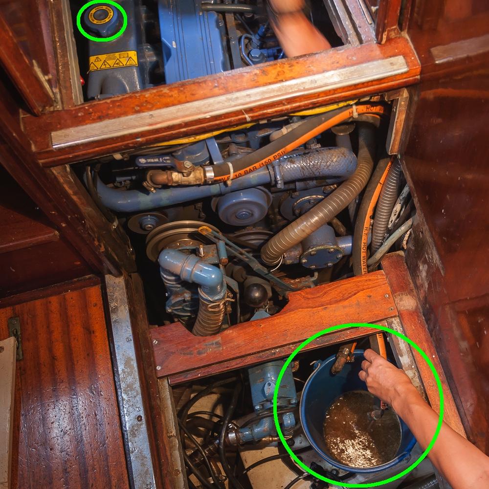 mantenimiento motor intraborda cambio líquido refrigerante