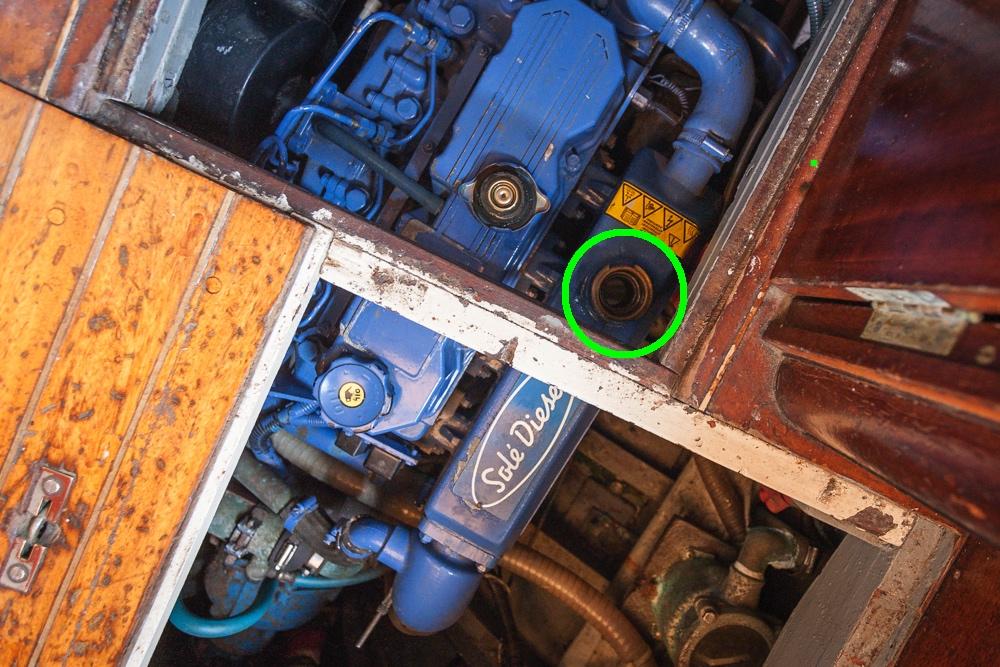 mantenimiento del motor intraborda tapa del circuito refrigerante