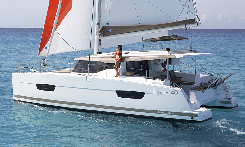 Fountaine Pajot Lucia 40 costado