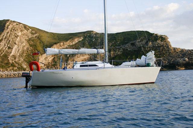 Un barco pintado con pintura de un componente puede tener buen aspecto al inicio pero es bastante blanda así que no resiste a la abrasión.