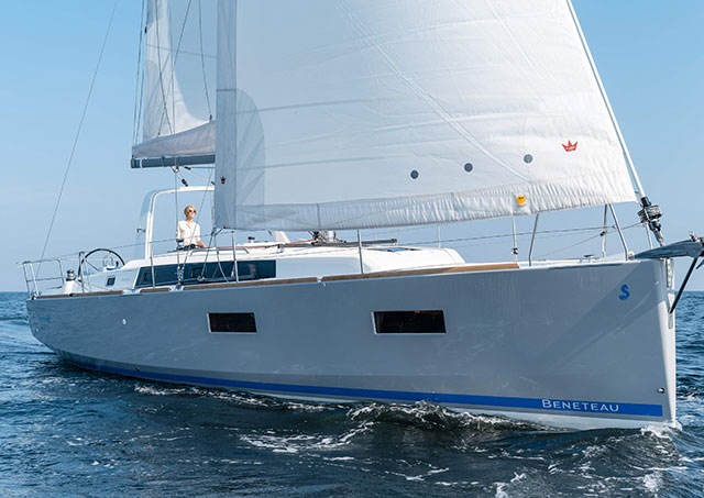 Beneteau Oceanis 38 navegando a vela