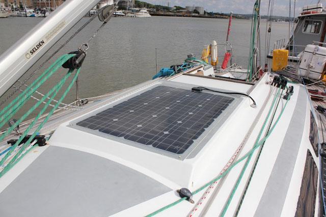 panel solar grande cubierta barco