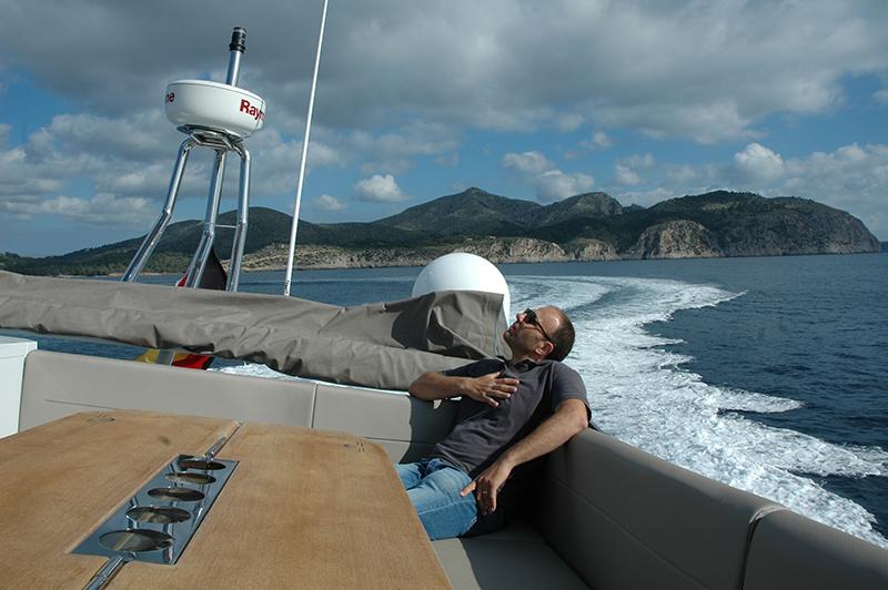 Sealine F530 navegando Cabo Pinar