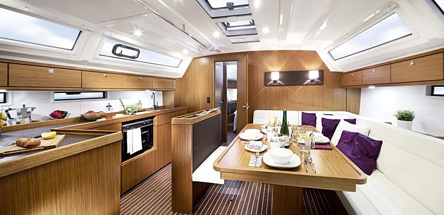 Bavaria Cruiser 46 salón