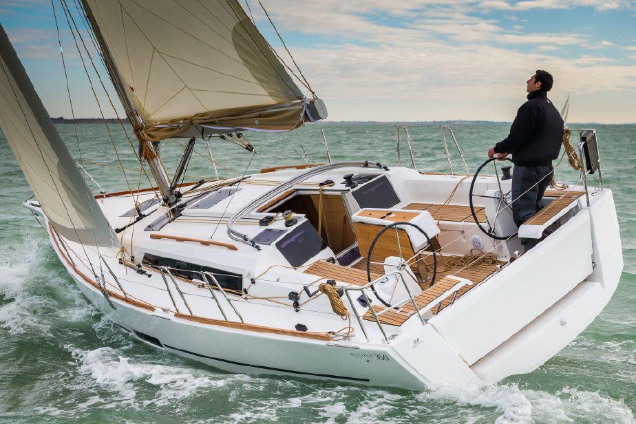 dufour-grand-large-350 navegando popa