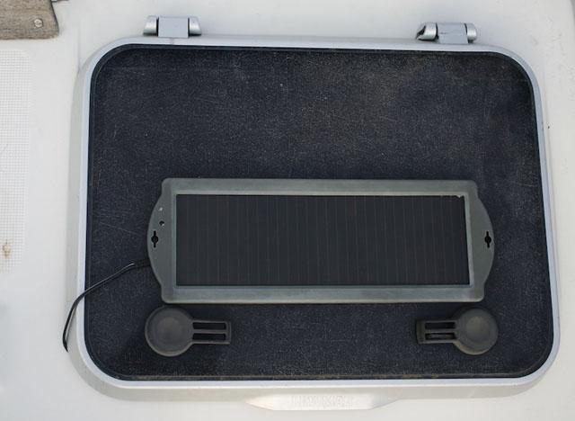 panel solar pequeño barco